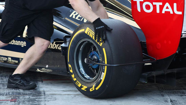 La Pirelli presenta le nuove gomme ad Abu Dhabi