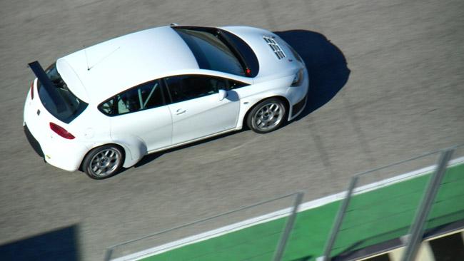 Tarquini promuove il nuovo motore Seat a Valencia
