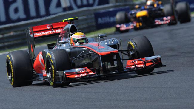 Hamilton vince in Ungheria davanti alle Lotus