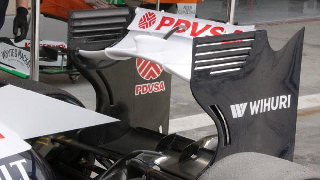 La Williams con l'ala posteriore a boomerang