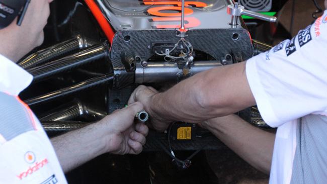 La barra della McLaren si estrae dalla parte anteriore