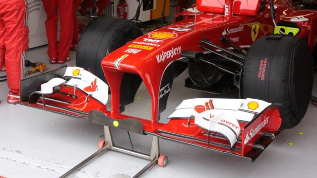 Ferrari, nuovi piloni del muso con due soluzioni