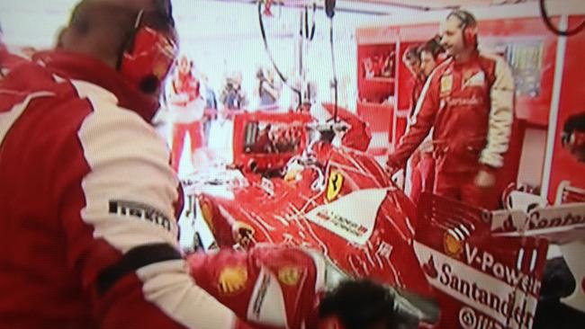 Alonso non riesce a girare per un guaio al motore