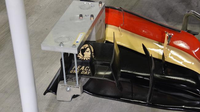 Ecco la dima FIA che verifica la flessione delle ali