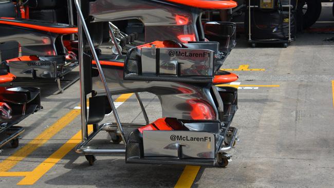 La McLaren con due soluzioni di muso e di ali