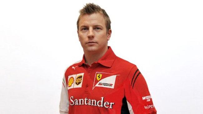 Ecco Kimi Raikkonen di nuovo vestito di rosso Ferrari
