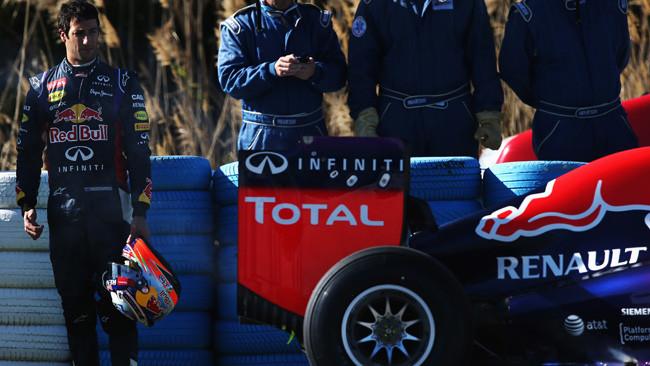Bandiera rossa: la Red Bull fuma nell'installation lap