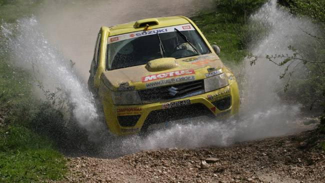 Suzuki si fa in due per il Cross Country Rally