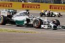 Hamilton re inglese, mentre Rosberg si ritira