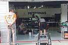 Mercedes: ecco il telaio di Hamilton in montaggio