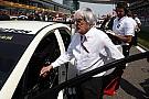 Bernie Ecclestone sulla griglia di partenza a Shanghai