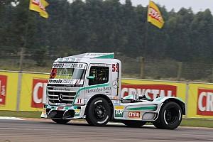 Fórmula Truck Relato da corrida Paulo Salustiano supera pressão de Giaffone para vencer no Velopark