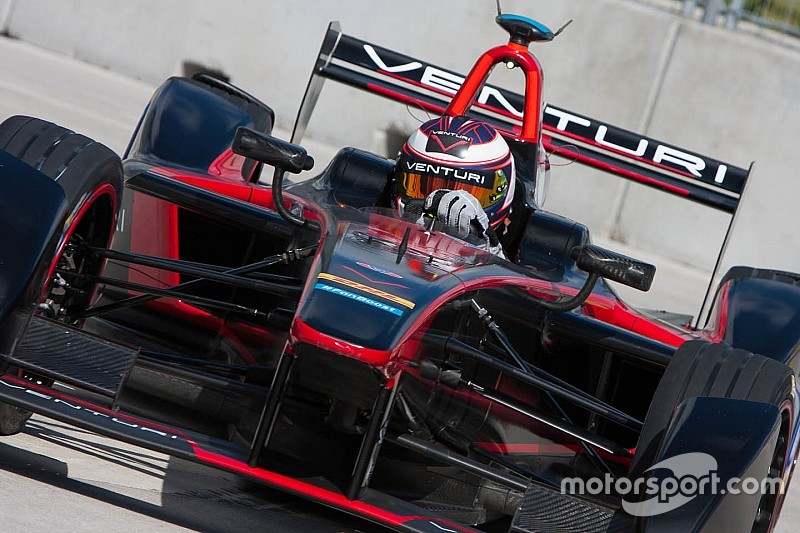 Sarrazin tops first practice at Battersea Park