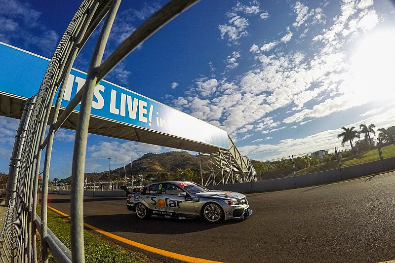 Davison tops second V8 practice