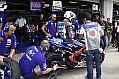 Brno, Libere 1: Lorenzo detta il ritmo, Marquez cade