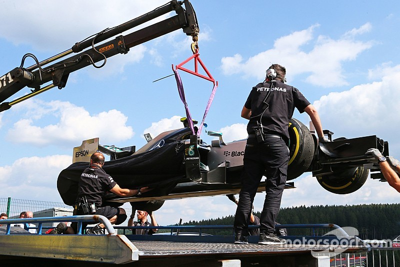 Una falla en un neumático le generó un susto a Rosberg
