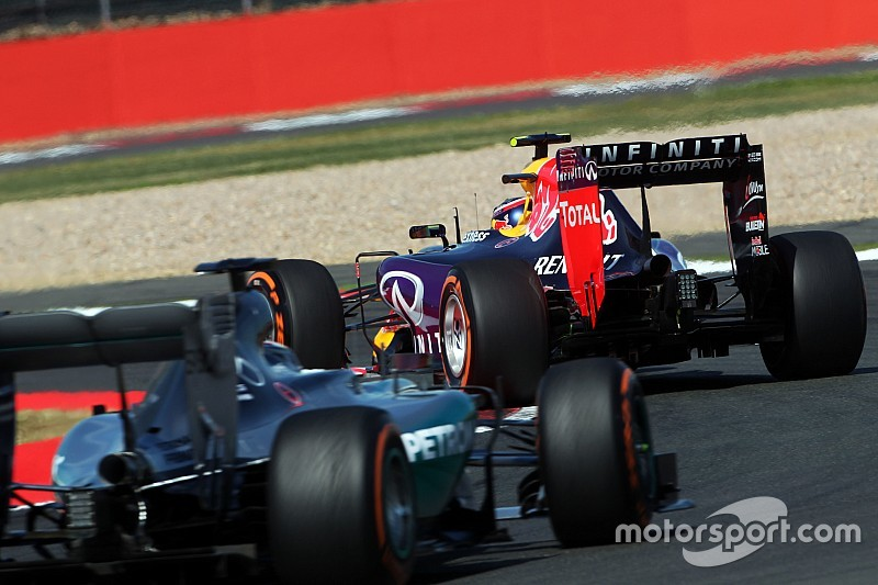 "Hamilton sobre motor Mercedes na Red Bull: ""sou contra"""
