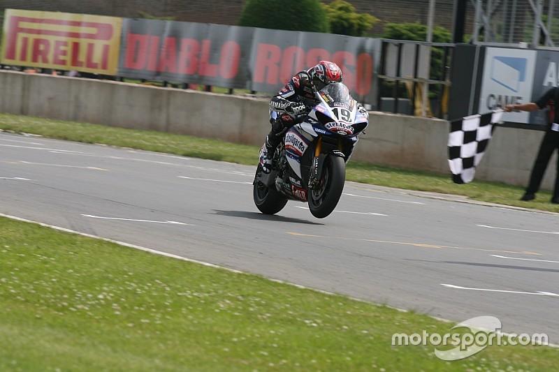 Yamaha regresa al Superbike y firma con Guintoli y Lowes