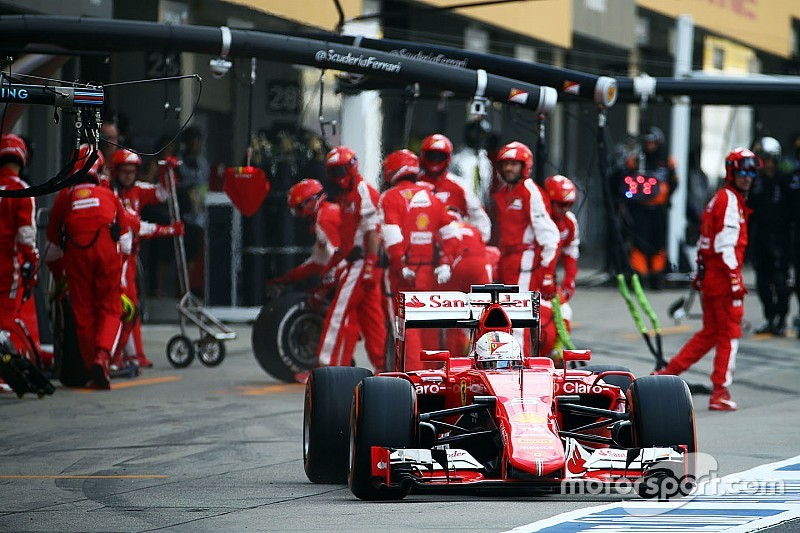 Vettel thinks strategy cost him second