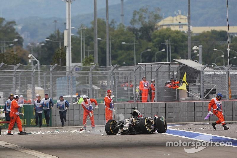 Romain Grosjean ontsnapt na megaklapper met dank aan veiligheid F1