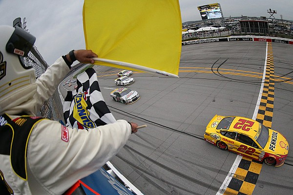 Monster Energy NASCAR Cup Logano wint na controversiële finish op Talladega