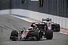 Гонщики McLaren получат штрафы за замену двигателей