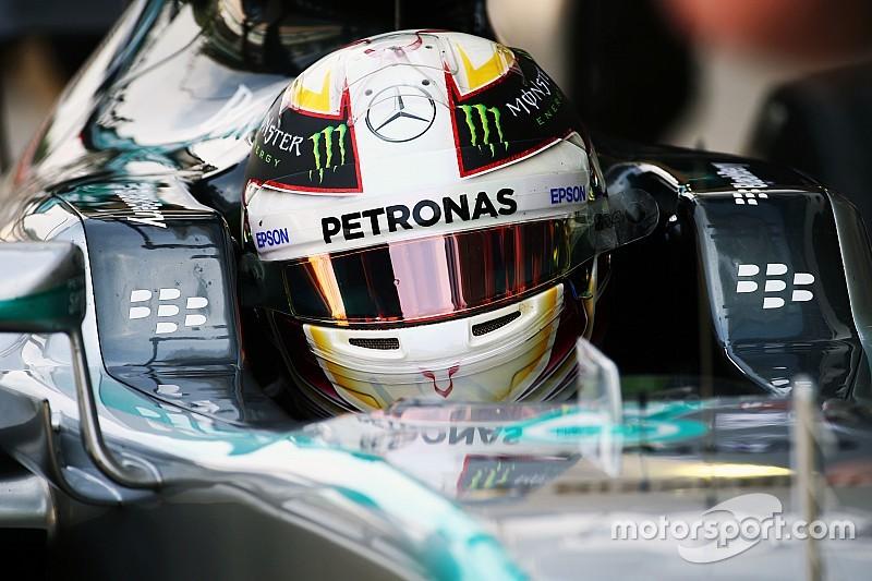 VT1: Hamilton snelste in saaie sessie, Verstappen P12