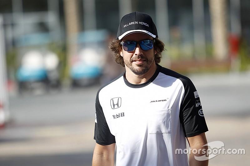 Dennis fala em mal-entendido, e Alonso não terá ano sabático