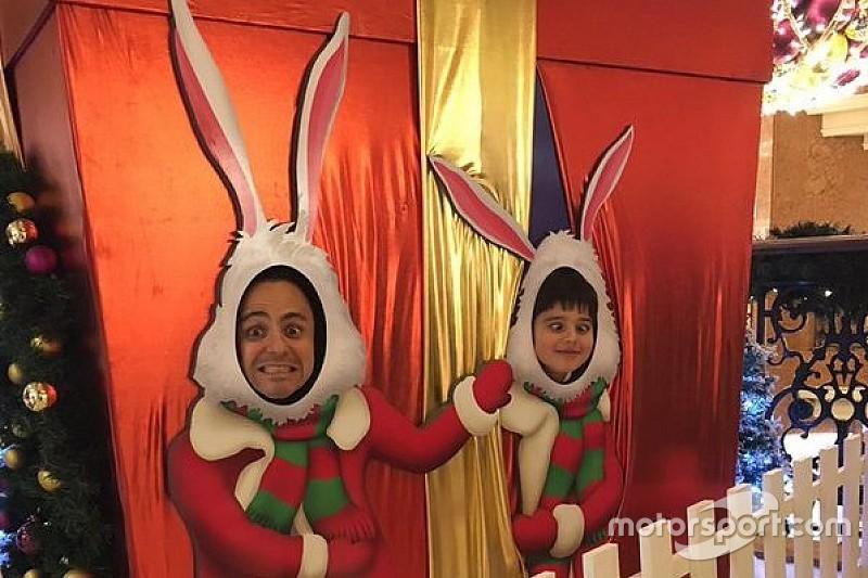 Massa entra no espírito natalino e faz graça com Felipinho