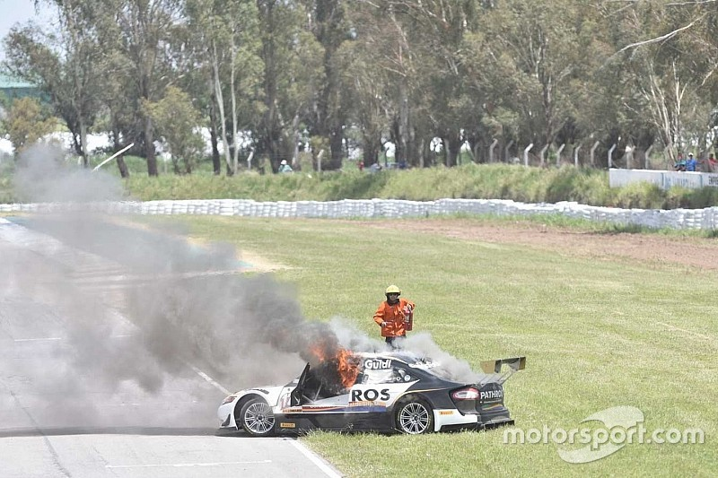 VÍDEO: Carro pega fogo em prova na Argentina