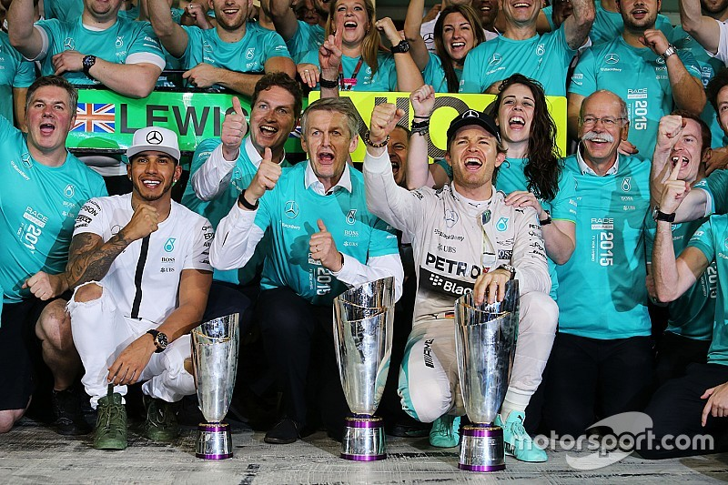 """Para Hamilton, la rivalidad con Nico """"es benéfica para la competencia"""""""