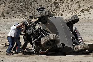 Dakar Toplijst In beeld: De crash van Sébastien Loeb
