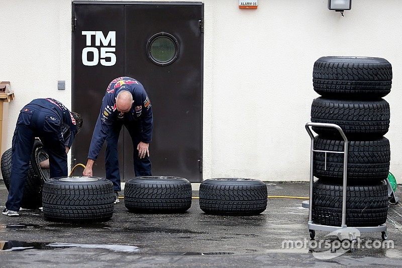 Pirelli aiming to provide live tyre information during races