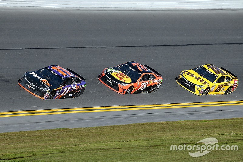 Daytona 500: trionfo al photofinish per Denny Hamlin