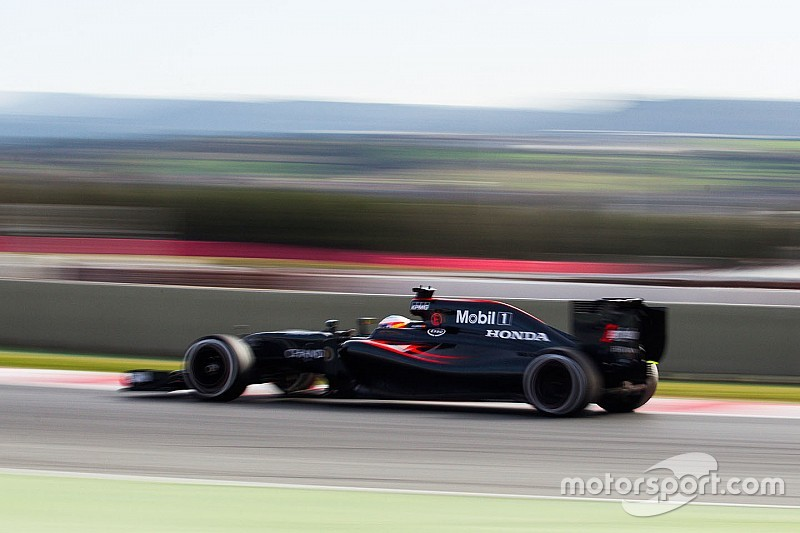 McLaren necesita más rendimiento tras ganar fiabilidad, asevera Alonso