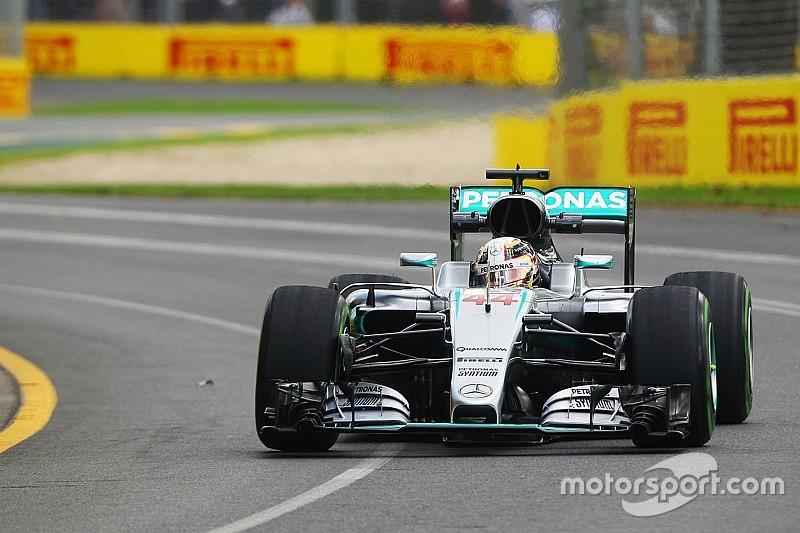 Hamilton manda en el primer día en Australia