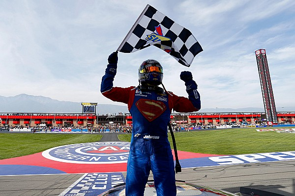 Monster Energy NASCAR Cup 'Superman' Jimmie Johnson passeert Dale Sr. op erelijst