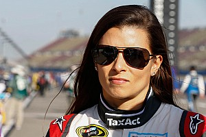 NASCAR Cup News Fontana: Wütende Danica Patrick in der Mauer
