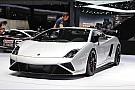 Lamborghini-oma scheurt met klapperend kunstgebit over Monza