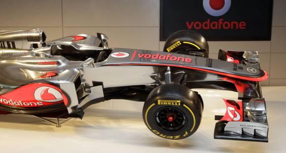 McLaren lansmanda sahte difüzer ve plastik egzoz kullanmış