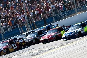 NASCAR Son dakika Talladega'daki foto-finişte kazanan Johnson