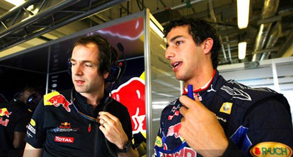 Marko Ricciardo'nun 2011'de yarışabileceğini söyledi