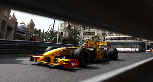 Renault Kubica'nın 2011'de kalacağına inanıyor