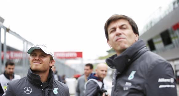 Rosberg yeni bir kontrat için beklemek zorunda kalabilir