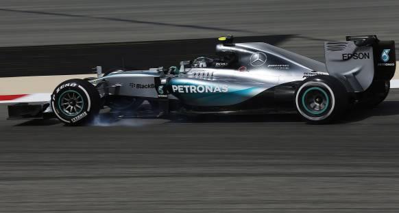 Bahreyn'de Cuma gününü Rosberg lider tamamladı