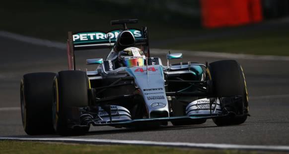 Hamilton, Rosberg'in telsiz konuşmalarına şaşırmış