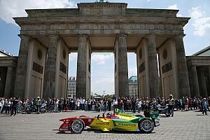 Formula E Artículo especial Daniel Abt da un paseo por las calles de Berlín