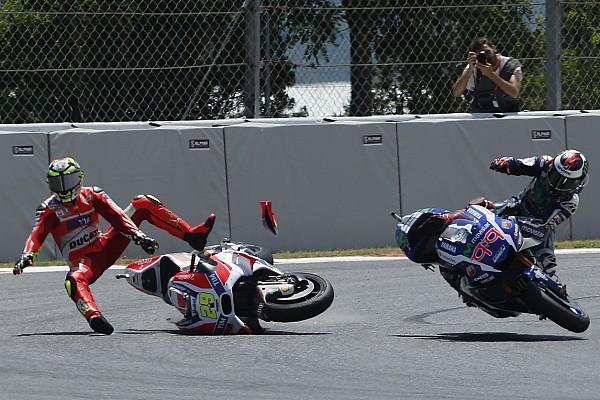 Strafe für Andrea Iannone nach Barcelona-Crash mit Jorge Lorenzo