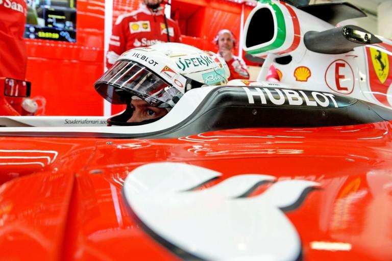 """A Ferrarinál csak nő a feszültség, és a bomba hamarosan robbanni fog! Vettel lehet a """"tűzoltó""""..."""
