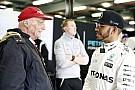 A Mercedes sokkal tartozik Hamiltonnak